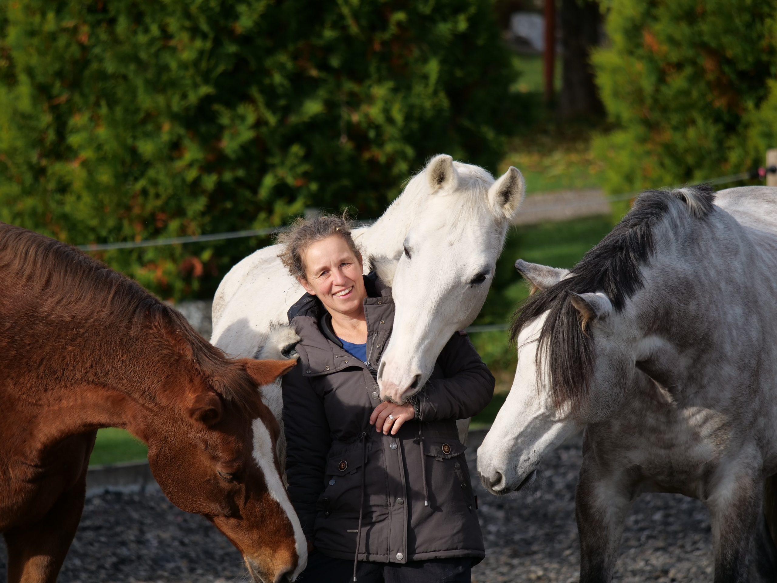 Dr. Ines Augele ist zertifizierter Horse Coach, Psycho- und Paartherapeutin sowie Ärztin